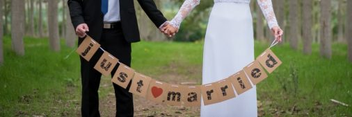 שלט just married